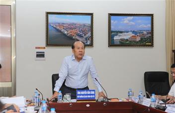 Đồng chí Nguyễn Văn Công - Ủy viên Ban cán sự Đảng, Thứ trưởng Bộ Giao thông vận tải làm việc tại Cảng Hải Phòng