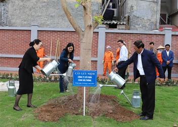 Cảng Hải Phòng trồng cây lưu niệm tại Nhà tưởng niệm đồng chí Nguyễn Đức Cảnh (huyện An Dương, thành phố Hải Phòng)
