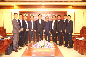 Managing Director of KMTC LINE visits and works at Port of Haiphong