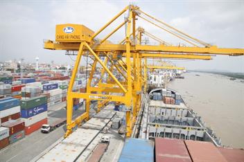 Di chuyển 02 cần trục giàn QC đến Xí nghiệp xếp dỡ Tân Cảng