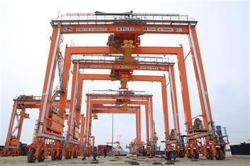 Cảng Hải Phòng đầu tư thêm 06 cần trục giàn RTG tại Cảng Tân Vũ